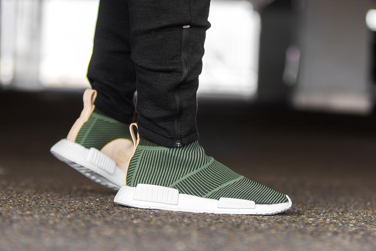 NMD_R1 W Sneaker in Base Green