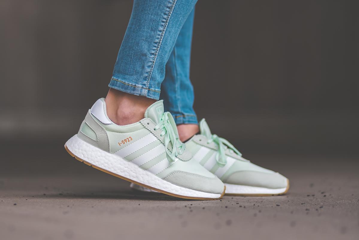 https://cdn.afew-store.com/assets/25/251456/1200/adidas-iniki-runner-w-green-s18-ftwrwhite-gum3-cq2530-sneaker-manufacturers-5.jpg